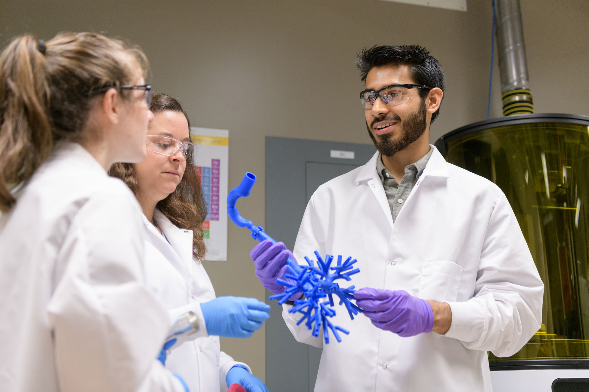 Undergraduate student with 3d-printed lung